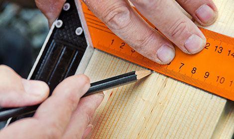 aftekenen van stuk hout